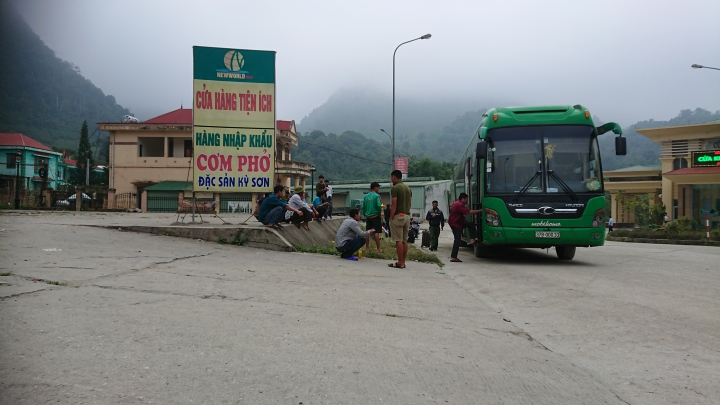 28 October 2018 – The horror bus ride from Northern Laos to Vietnam (Luang Prabang to Hanoi)